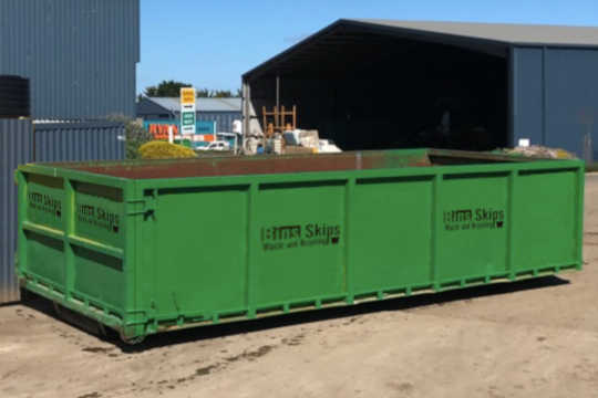 Hook-Lift Bin with dual barn doors for easy access