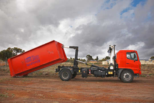 Frankston Skip Bin Truck for Hook-lift Bins