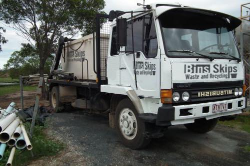 Rockhampton Skip Bin Truck delivering skip bin